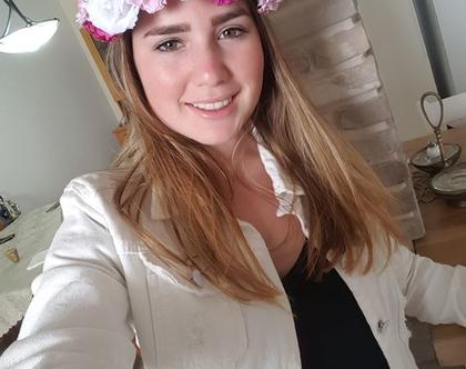 זר לראש   משי   זר פרחים   עיטור ראש  כתר   חגיגה  יום הולדת  קישוט  לבן ורוד בורדו  מלאכותי   ורדים   זר ראש   שושבינה   מסיבת רווקות  