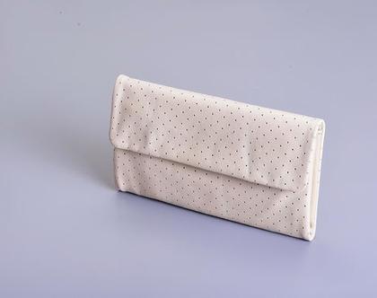 ארנק לני- מעור בצבע לבן מחורר בשילוב עור בז בהיר