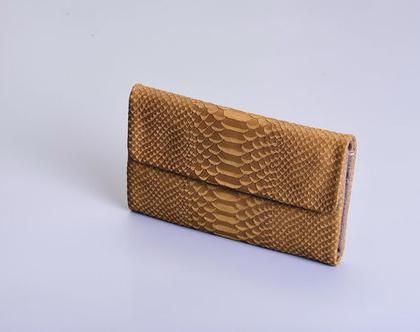 ארנק לני- מעור בצבע חאקי בטקסטורה קרוקו בשילוב עור חום