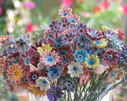 זר פרחים | פרחי קרמיקה | פרחים לאירוע | עיצוב אירועים | פרחים מקרמיקה | פרחים לשולחן | פרחים צבעוניים | מתנה לחג | סידור פרחים