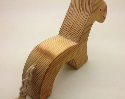 סוס מעץ בעבודת יד.