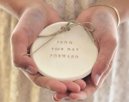 צלוחית קרמיקה לטבעות נישואין   אקססוריז לחתונה   צלוחית לטבעות חתונה   מתנה לזוג   מתנה לחתונה   יום נישואין   יום נישואים   מתנה לאירוסין