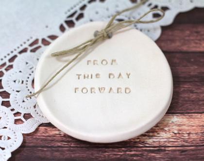 מתנה ליום נישואין   צלוחית קרמיקה לטבעות נישואין   אקססוריז לחתונה   צלוחית לטבעות חתונה   מתנה לחתונה   יום נישואים   מתנה לאירוסין