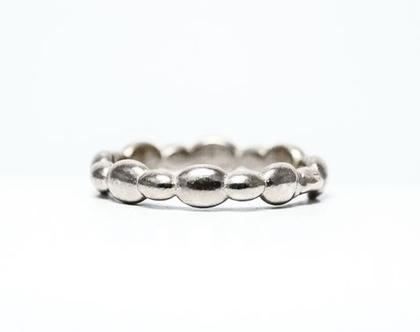 טבעת נשואים מיוחדת, עשויה גלים בדוגמא רודפת
