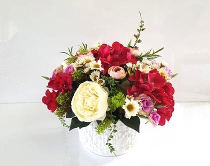 סידור פרחים מלאכותיים אדום וקרם באגרטל עגול