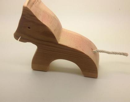 סוסון מעץ בעבודת יד.