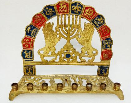 חנוכיה גדולה מפליז וינטג' עם סמלים של 12 השבטים יודאיקה חנוכה חנוכיה ישנה