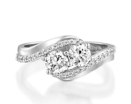 טבעת יהלומים DARIA, טבעת יהלומים לאישה, טבעת שני יהלומים, טבעת מיוחדת, טבעת יהלומים לאישה, טבעת מתנה לאישה, טבעת יוקרתית