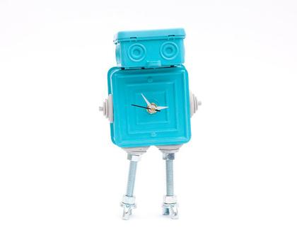 רובוט צבעוני ממוחזר שעון שולחני
