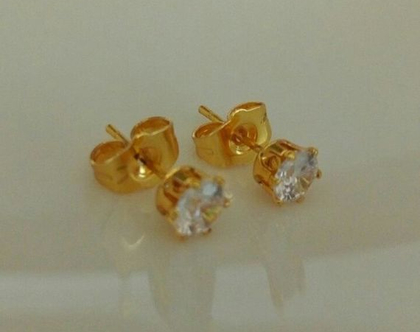 עגילי זהב צמודים- עגילי סוליטר - עגילים צמודים לאוזן- עגילי זהב- תכשיטים מזהב