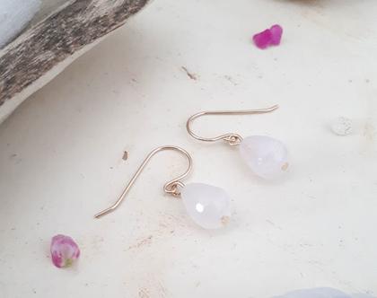 עגילי טיפה של אהבה, עגילי מתלה גולדפילד עם טיפה ורודה של אבן רוזקוורץ,עגילי מתלה עם אבן חן