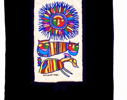 רקמת קמע אתיופי. שמש לביאה וחסידה. כל הצבעים: כחול, אדום, צהוב, ירוק.