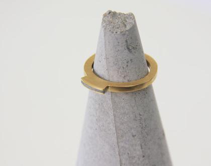"""טבעת """"מלכה"""" עדינה זהב ובטון"""