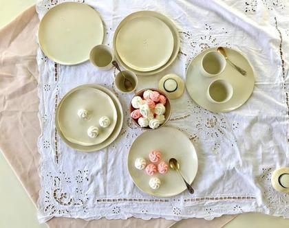 סט צלחות קרמיקה עם הטבעת לב | צלחות לעוגה | צלחות למנה ראשונה | צלחת קרמיקה בצבע שמנת