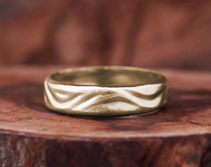 טבעת נישואין לגבר, טבעת גלים, טבעת זהב מעוצבת לגבר, טבעת נישואין קלאסית, טבעות נישואים לגברים, טבעת זהב צהוב, טבעת זהב ייחודית, טבעת זהב 14K