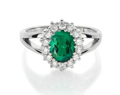 טבעת יהלומים ואבן חן אמרלד,טבעת יהלומים אמרלד, טבעת יהלומים, טבעת יהלומים ואבן חן, טבעת יהלומים לאישה, טבעת מתנה לאישה, טבעת זהב ויהלומים