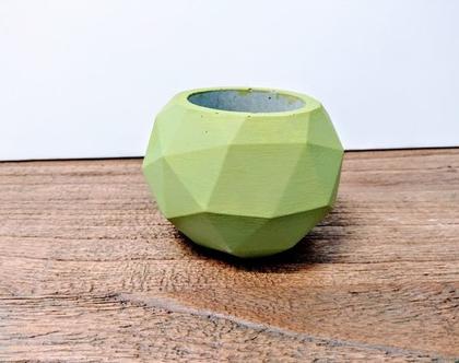 עציץ יהלום -ירוק בהיר | כלי לעציץ | כלי לסוקולנט | עציץ לסוקולנט | עציץ מבטון | עיצוב מבטון | אקססוריז לבית | אקססוריז לגינה | עיצוב המרפסת