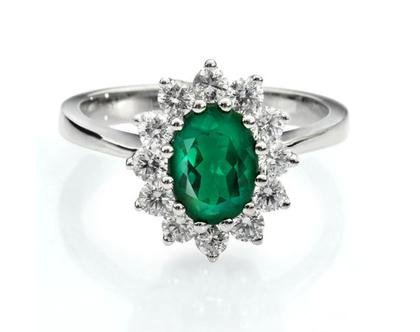 טבעת אמרלד ויהלומים,טבעת דיאנה יהלומים, טבעת יהלומים, טבעת יהלומים ואבן חן, טבעת אמרלד, טבעת מתנה לאישה, טבעת לאירועים, טבעת מעוצבת