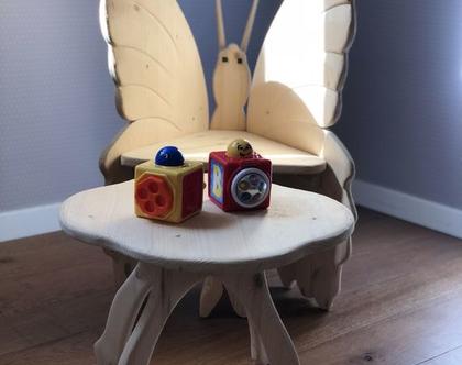 שולחן עץ וכיסאות לפעוטות