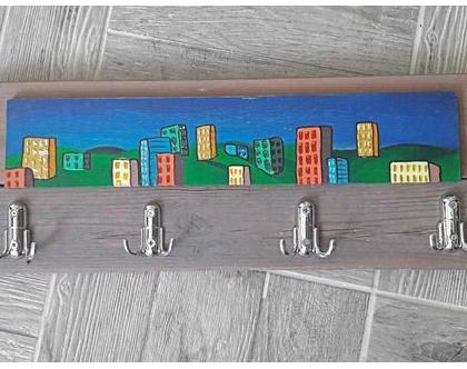 מתלה עץ מעוצב | מתלה צבעוני | מתלה לחדר ילדים |
