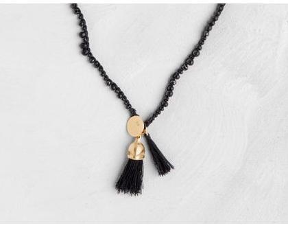 שרשרת שחורה סרוגה עם תליון פרי אקליפטוס זהב וגדיל שחור