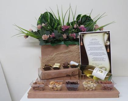 עיצוב יין פרלינים ופרחים