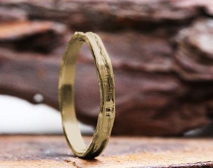 טבעת נישואין לגברים, טבעת זהב צהוב, טבעת נישואין גולמית, טבעת נישואין לחתן, טבעת דקה לגבר, טבעת נישואין מרוקעת, טבעת נישואין קלאסית לגברים