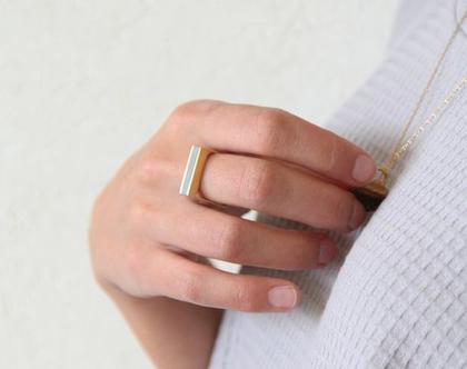 טבעת מרובעת פס זהב ובטון