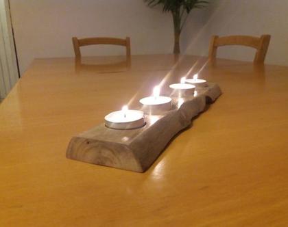 מעמד נרות דקורטיבי מעץ עשוי בעבודת יד.