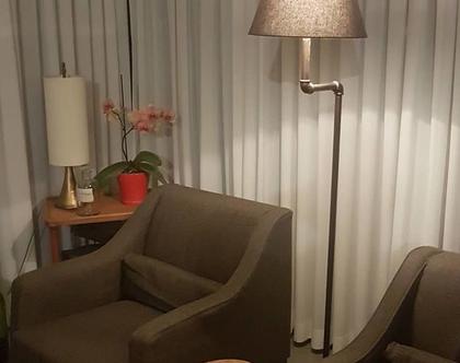 מנורה רצפה מצינורות