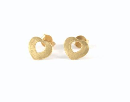 עגילי לבבות זהב צהוב 14k | עגילים צמודי אוזן | אורה דן עיצוב תכשיטים | מעצבת תכשיטים בתל אביב | עגילי זהב צמודים |