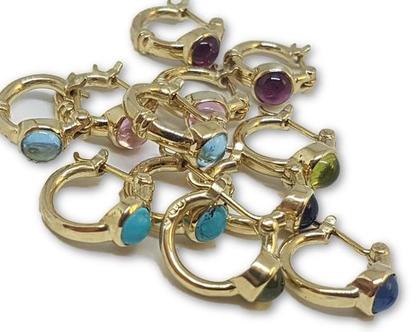 עגילי זהב, עגילים מעוצבים וייחודיים, עגילי חישוק זהב צהוב 14k, מתנה מקורית ליום הולדת, עגילי זהב עם אבן, עגילי חישוק קטנים, עגילים עם נוכחות
