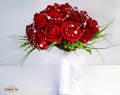 זר כלה בורדו מפרחים מלאכותיים עם פנינים