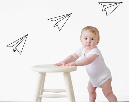 מדבקות קיר אוריגמי מטוסי נייר גדלים לבחירה וצבעים לבחירה | מדבקות לחדרי תינוק | מדבקות קיר מטוסי נייר | מדבקות קיר מטוסים