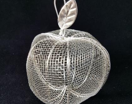 תפוח רשת מתכתי בצבע כסף