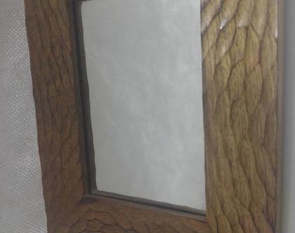 מראה עם מסגרת עץ מלא