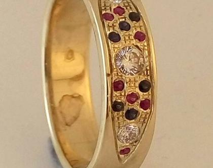 טבעת מזהב משובצת יהלומים רובי וספיר בעיצוב אישי 1033