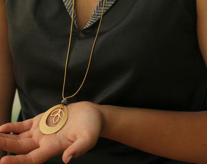 שרשרת זהב ארוכה עם תליון אליפסה גדול ופרח לוטוס / N-158