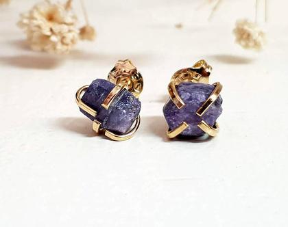 עגילי ספיר גולמי ,עגילי זהב צמודים משובצים אבני ספיר, עגילים צמודים, מתנה לחוגגים בחודש ספטמבר