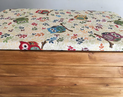 ספסל אחסון - ארגז אחסון מעוצב בד ינשופים בעל מושב מרופד מתרומם מתנייד על גלגלים - אורך 70 סמ