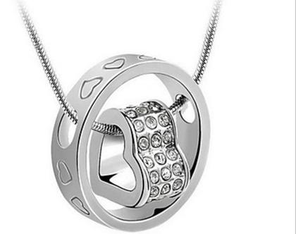 תליון בצורת לב בצבע כסף עם שרשרת