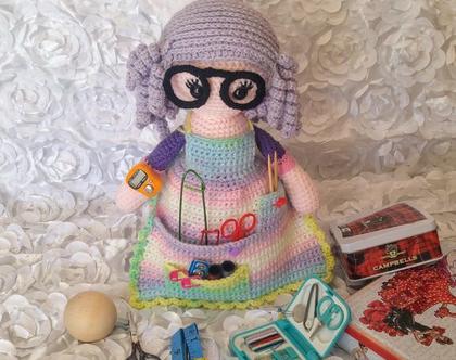 בובות סרוגות- בובה ארגונית לכלי תפירה וסריגה