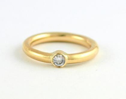 טבעת זהב   טבעת משובצת יהלום רבע קרט   טבעת אירוסין מעוצבת   טבעות בעיצוב אישי   אורה דן תכשיטים   מעצבת וצורפת בתל אביב