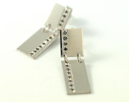 עגילי זהב לבן 14k| יהלומים שחורים | עגילי זהב צמודים | עגילי זהב לבן | אורה דן תכשיטים | מעצבת טבעות בעיצוב אישי | חנות ברעננה |