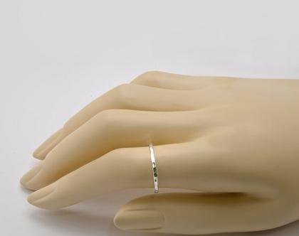 טבעת כסף מרוקעת ו טבעת כסף דקה מרוקעת