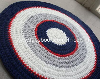 שטיח עגול סרוג כחול, אפור, אדום ושמנת בקוטר 1 מטר