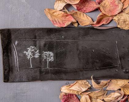 מגש מלבני לעוגה מקרמיקה בצבע שחור עם הדפסי עץ