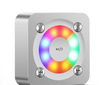 רמקול נייד עם תאורה צבעונית לחיבור Bluetooth ויציאת אודיו