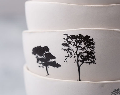 סט של ארבע קערות אישית מקרמיקה בצבע לבן עם הדפסים של עצים
