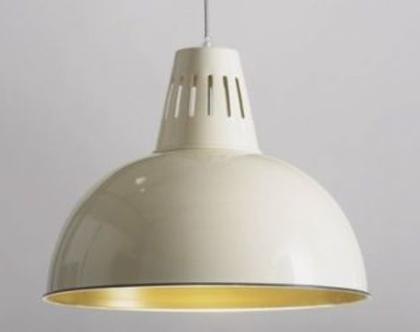 מנורת פעמון בצבע שמנת   גוף תאורה בצבע שמנת  גוף תאורה בסגנון קלאסי   גוף תאורה בצבע שמנת